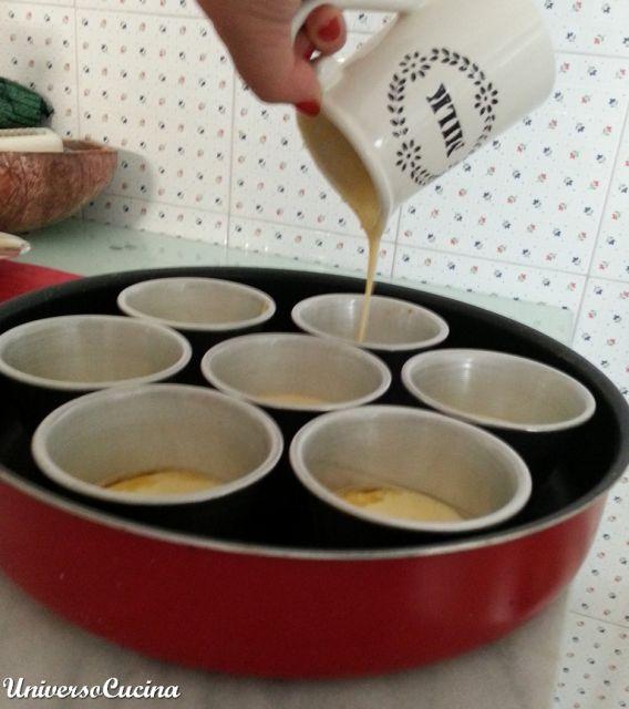 Ripartizione della pastella negli stampi.